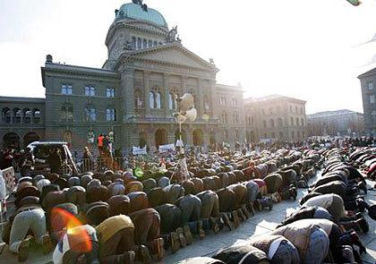 Muslimdemo vor Bundeshaus