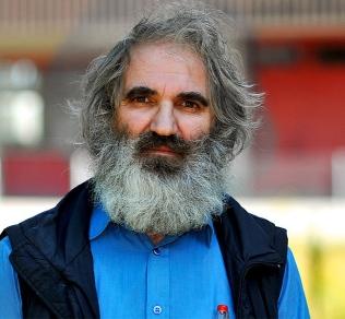 Der als Müll-Kosovare bekannt gewordene Murtez Ademaj ist wieder im Thurgauer Kaff Bürglen. Er und seine Familie haben laut Blick zwei Wohnungen zu einem ... - MurtezAdemaj