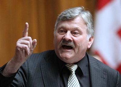 Nationalrat Hans Fehr setzt sich angeblich für eine Verschärfung des Asylgesetzes ein.
