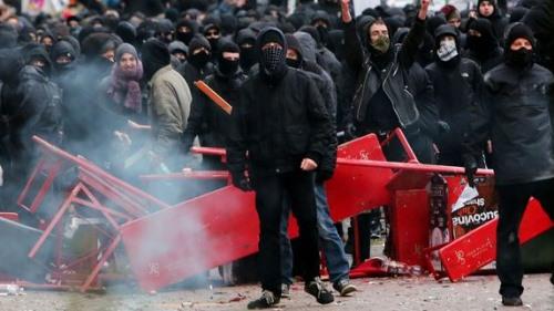 So sieht es aus, wenn linke Faschisten unsere Strassen für sich beanspruchen.